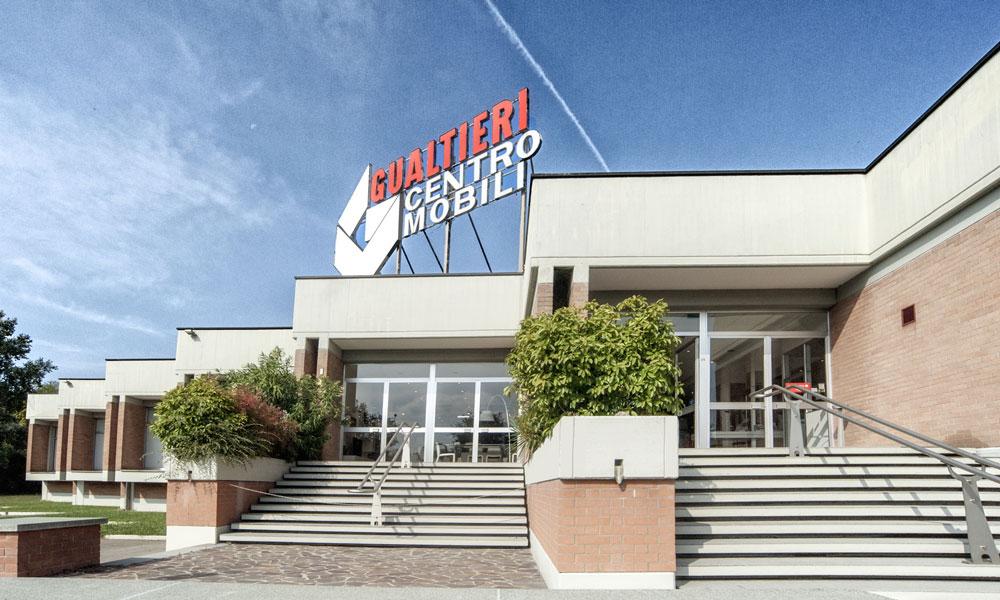 Gualtieri Centro Mobili - entrata showroom - Rivalta (Reggio Emilia)