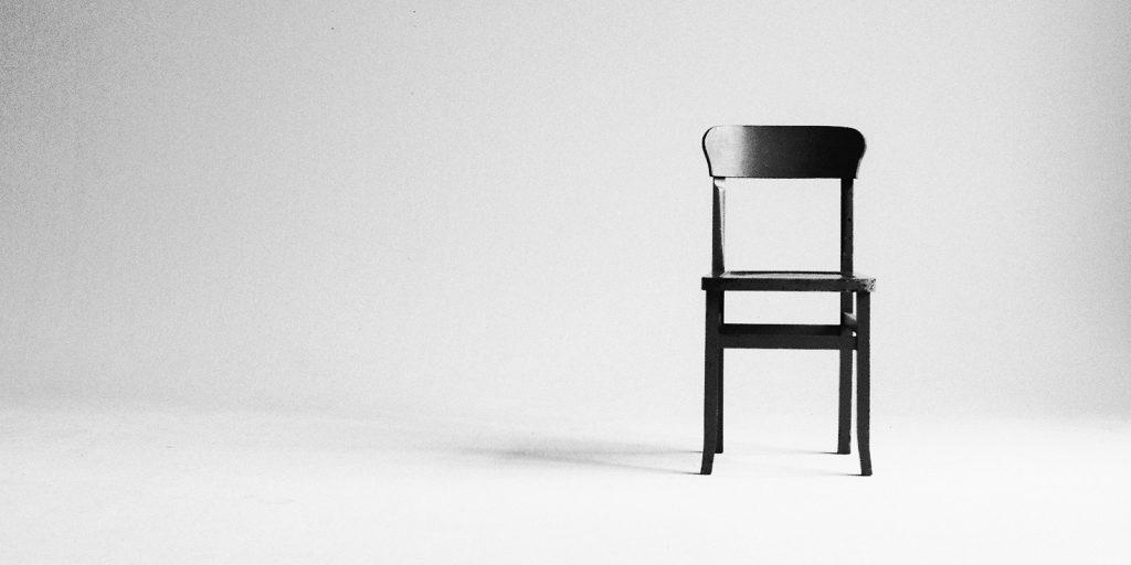 Sedia e nulla attorno