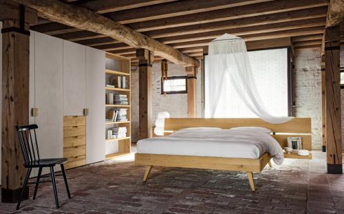 Scandola - camera da letto Maestrale in legno chiaro